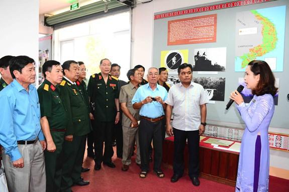 Trưng bày triển lãm hơn 200 hình ảnh liên quan đến chiến tranh hóa học ở Việt Nam - Ảnh 1.