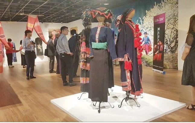 Khai mạc Triển lãm Thổ cẩm và lụa tại Seoul, Hàn Quốc - Ảnh 4.