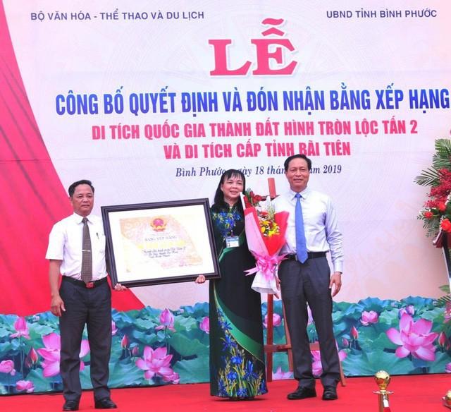 Bình Phước: Trao Bằng xếp hạng di tích khảo cổ quốc gia Thành đất hình tròn Lộc Tấn 2 - Ảnh 1.