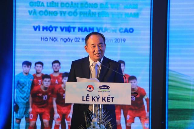 Ký kết tài trợ cho Đội tuyển Quốc gia Việt Nam - Ảnh 1.