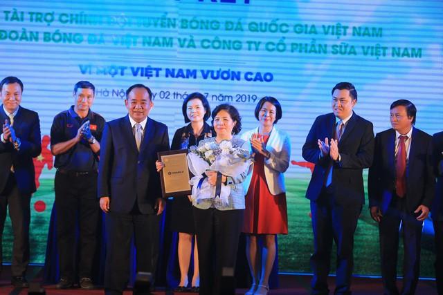 Ký kết tài trợ cho Đội tuyển Quốc gia Việt Nam - Ảnh 2.