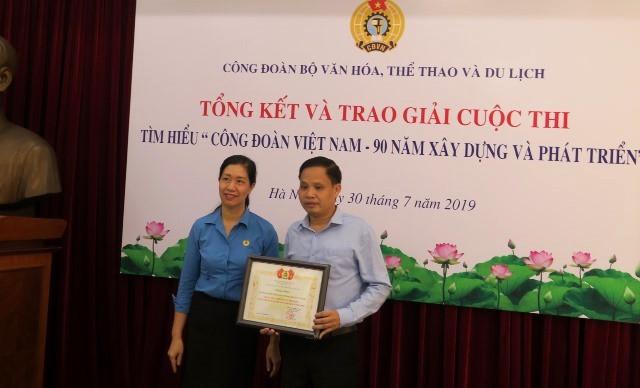 Trao giải cuộc thi tìm hiểu Công đoàn Việt Nam – 90 năm xây dựng và phát triển - Ảnh 1.