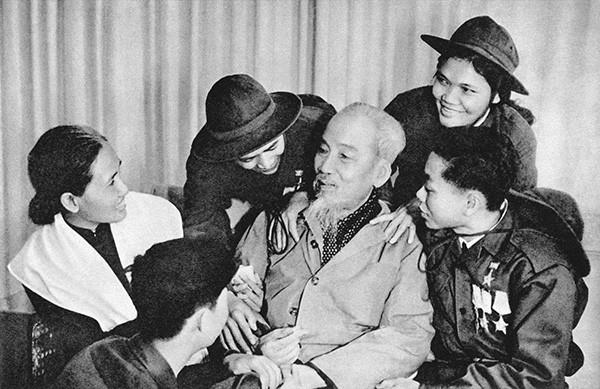 50 năm thực hiện Di chúc Chủ tịch Hồ Chí Minh về chính sách đối với thương binh liệt sĩ và người có công với cách mạng - Ảnh 1.