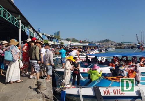 Khánh Hòa đón hơn 4 triệu lượt khách du lịch 7 tháng đầu năm 2019 - Ảnh 1.