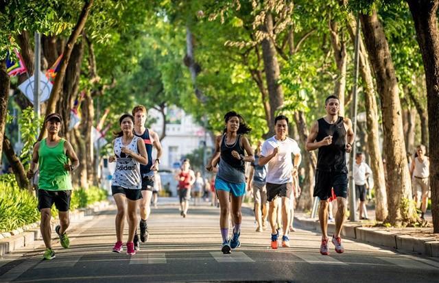 Trên 5000 vận động viên tham dự Giải marathon quốc tế Di sản Hà Nội 2019 - Ảnh 1.