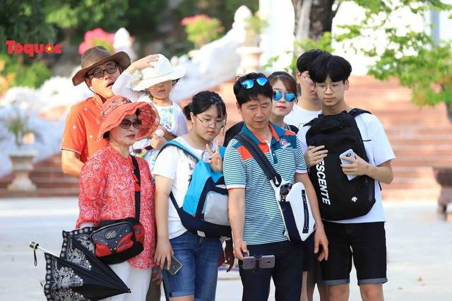Lượng khách quốc tế đến Đà Nẵng 7 tháng đầu năm chủ yếu từ thị trường Hàn Quốc  - Ảnh 1.