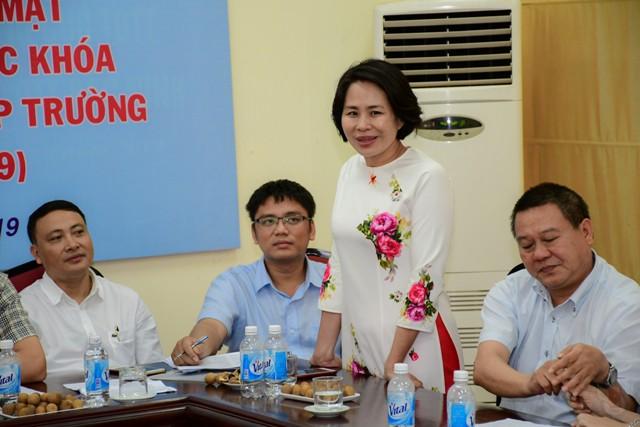 Gặp mặt Ban liên lạc cựu sinh viên các khóa hướng tới kỷ niệm 60 năm thành lập Trường Đại học Thể dục thể thao Bắc Ninh - Ảnh 3.