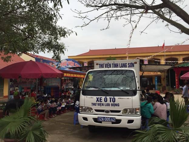 Thư viện tỉnh Lạng Sơn với việc phục vụ cộng đồng bằng xe ô tô Thư viện lưu động - Ảnh 1.