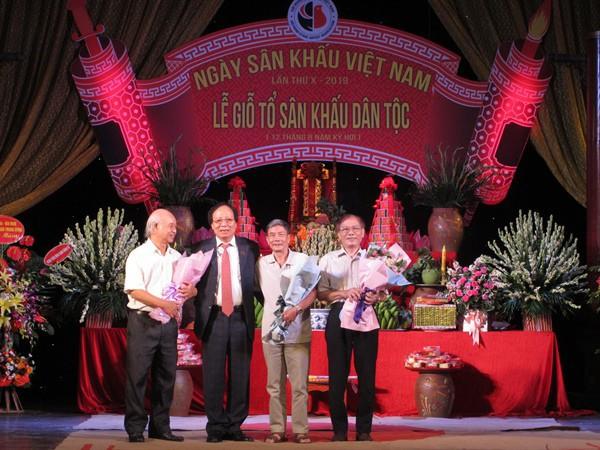 Các thế hệ nghệ sĩ hội tụ trong Ngày Sân khấu Việt Nam - Ảnh 2.