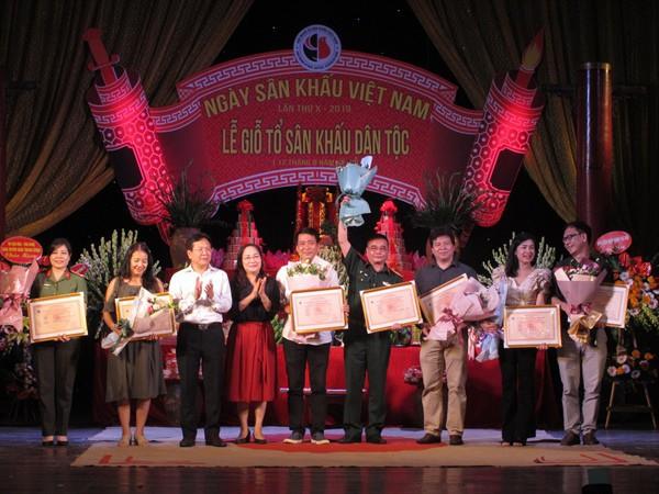 Các thế hệ nghệ sĩ hội tụ trong Ngày Sân khấu Việt Nam - Ảnh 3.