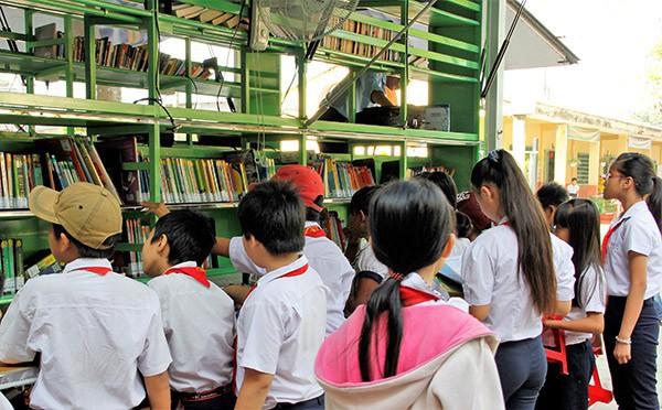 Đồng Nai: Tiếp nhận 1.000 cuốn sách từ Hành trình từ trái tim - Ảnh 1.