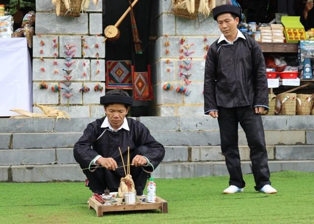 Đặc sắc lễ hội múa trống của người Giáy tại Làng - Ảnh 1.