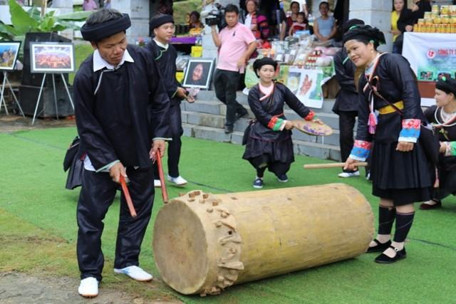 Đặc sắc lễ hội múa trống của người Giáy tại Làng - Ảnh 2.