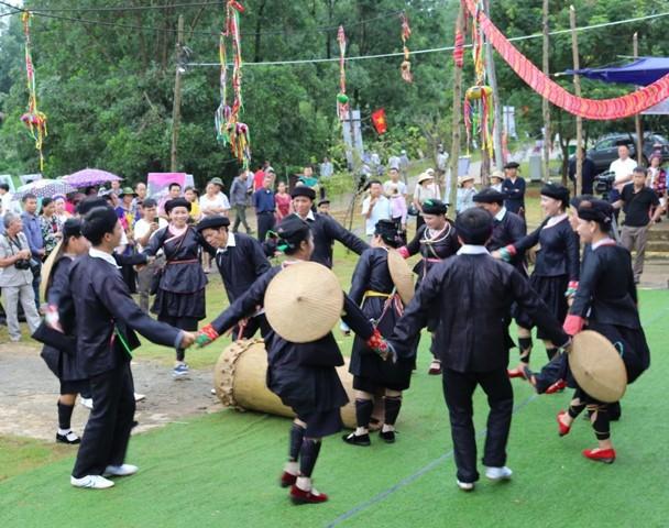 Đặc sắc lễ hội múa trống của người Giáy tại Làng - Ảnh 3.