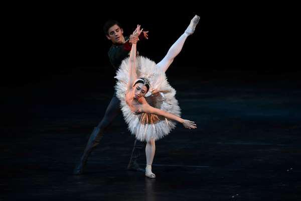 Nhà hát ballet Hoàng gia Anh tái xuất hoành tráng sau 7 tháng bị phong tỏa - Ảnh 1.