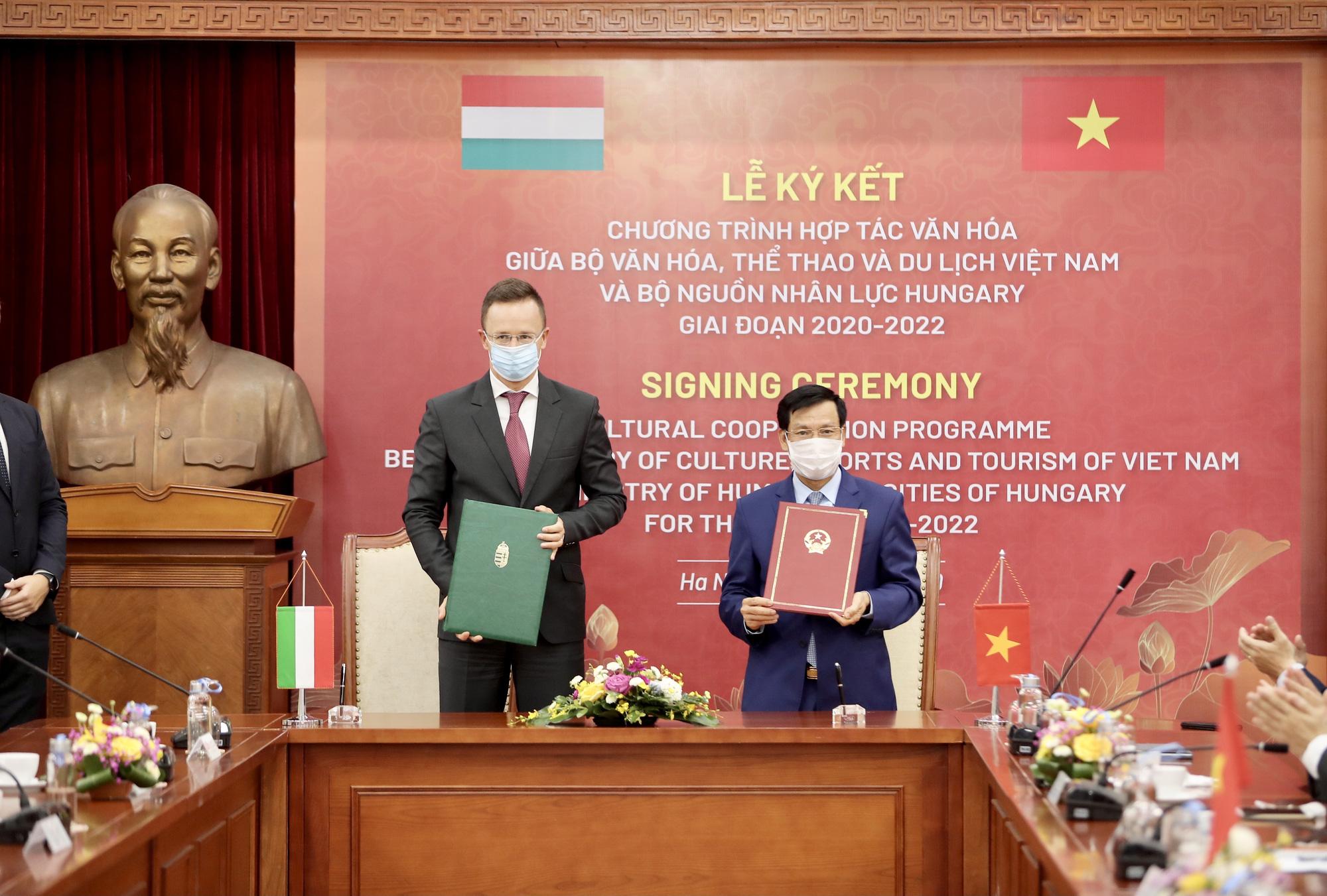 Việt Nam- Hungary ký kết hợp tác văn hóa, thể thao, du lịch giai đoạn 2020-2022 - Ảnh 2.