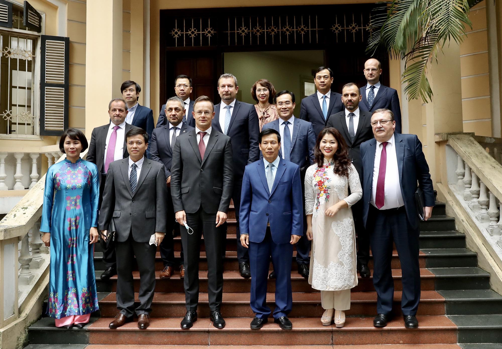 Việt Nam- Hungary ký kết hợp tác văn hóa, thể thao, du lịch giai đoạn 2020-2022 - Ảnh 3.