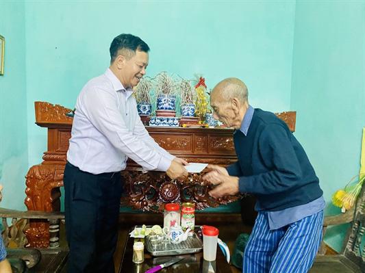 Công đoàn Khối Cơ quan tham mưu, quản lý nhà nước (Bộ VHTTDL): Thăm và tặng quà người có công với cách mạng, gia đình chính sách - Ảnh 4.