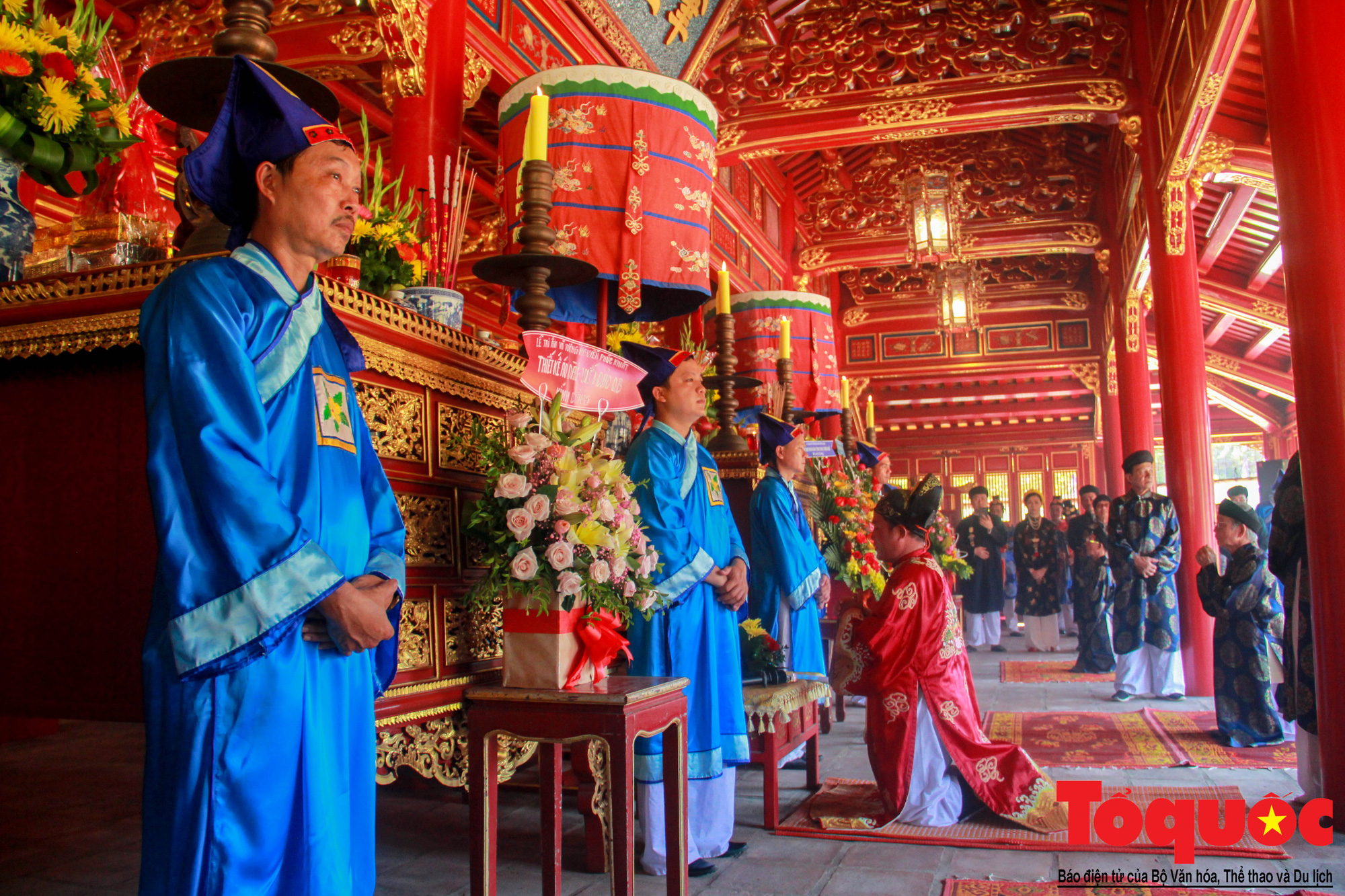 Hàng trăm tà áo dài diễu hành trên phố tri ân chúa Nguyễn Phúc Khoát - Ảnh 13.