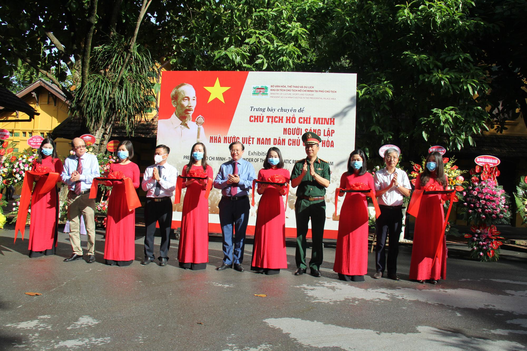 Khai mạc Trưng bày chuyên đề Chủ tịch Hồ Chí Minh- người sáng lập Nhà nước Việt Nam Dân Chủ Cộng Hòa - Ảnh 1.