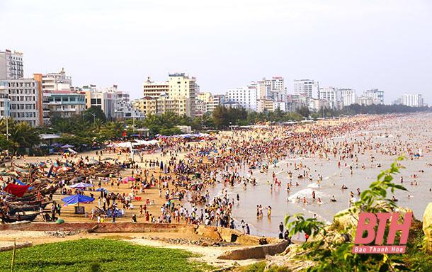 Du lịch Sầm Sơn: Khẳng định vai trò đầu tàu phát triển - Ảnh 1.