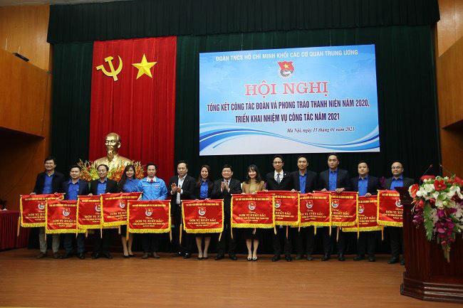 Đoàn Thanh niên Bộ Văn hóa, Thể thao và Du lịch nhận Bằng khen cho thành tích xuất sắc công tác Đoàn và phong trào thanh niên năm 2020. - Ảnh 1.
