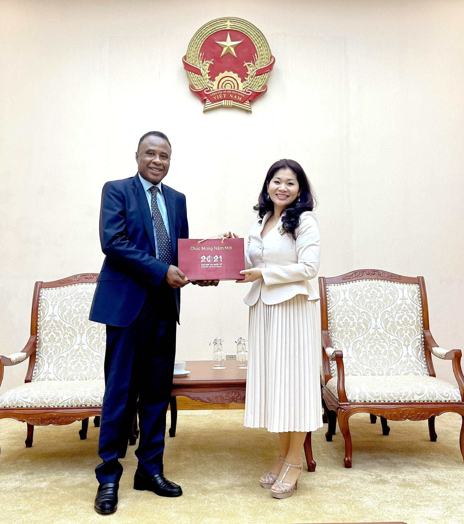 Cục trưởng Cục Hợp tác quốc tế tiếp Ông Chékou Oussouman  Trưởng đại diện tổ chức quốc tế Pháp ngữ OIF, khu vực châu Á  Thái Bình Dương tại Việt Nam - Ảnh 2.