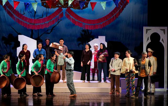 Sân khấu vượt khó thời COVID-19, sáng tạo để đến với khán giả - Ảnh 3.