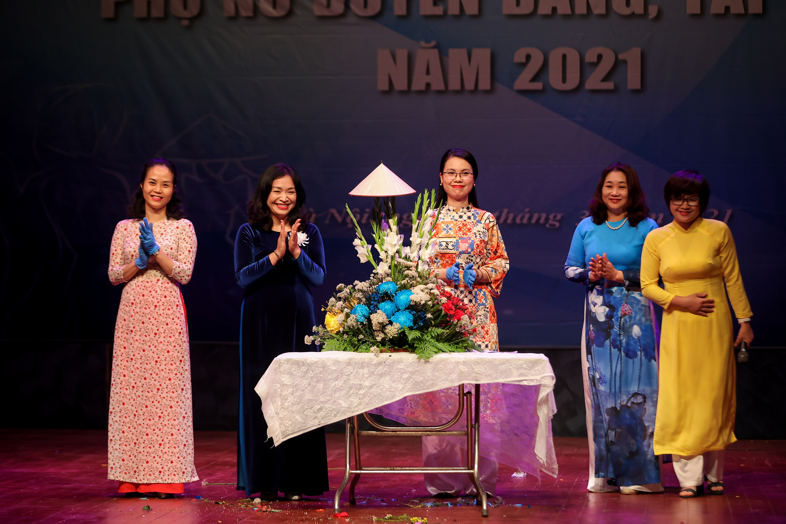 """Nhiều tiết mục ấn tượng trong Hội thi """"Phụ nữ duyên dáng, tài năng"""" năm 2021 - Ảnh 10."""