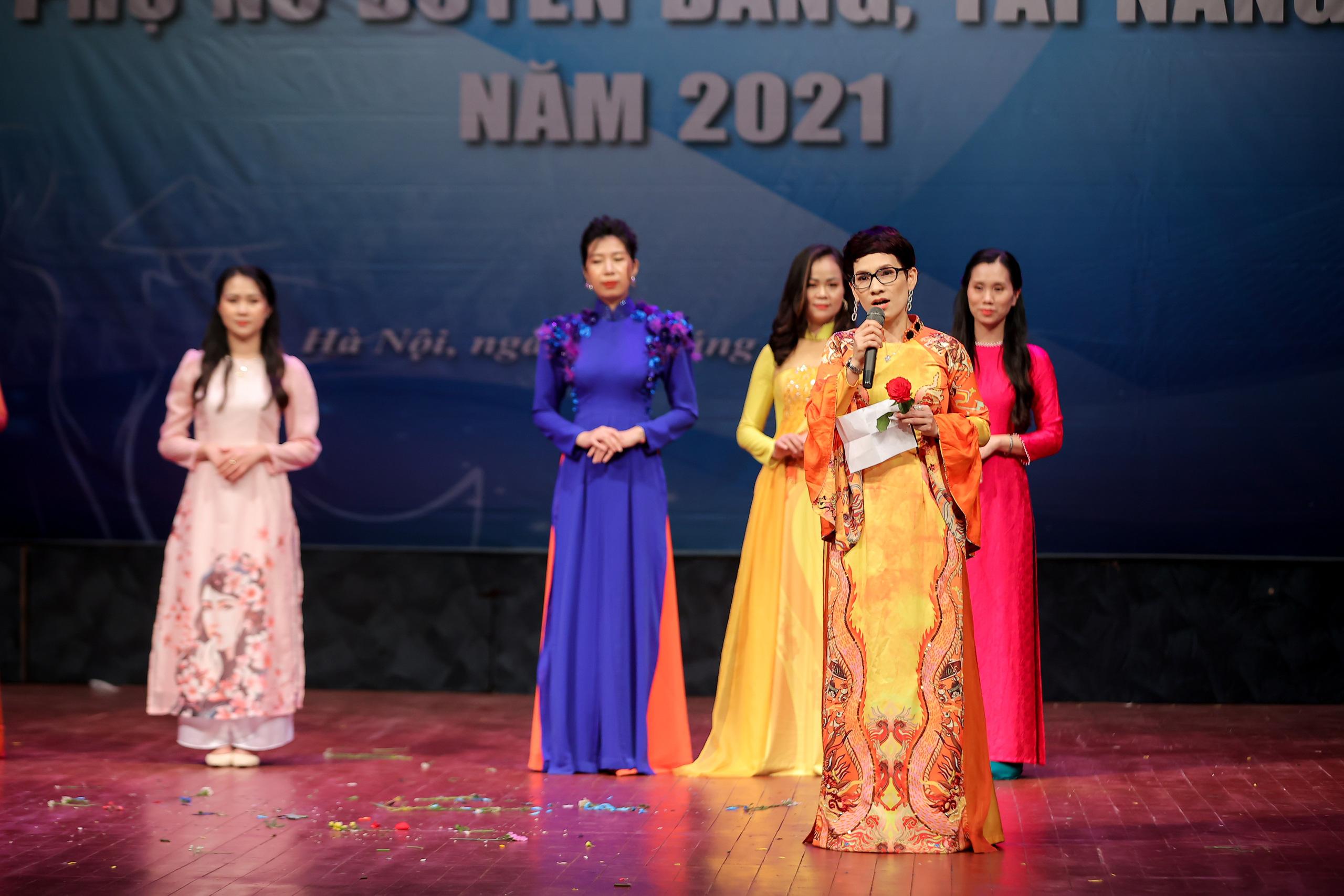"""Nhiều tiết mục ấn tượng trong Hội thi """"Phụ nữ duyên dáng, tài năng"""" năm 2021 - Ảnh 11."""
