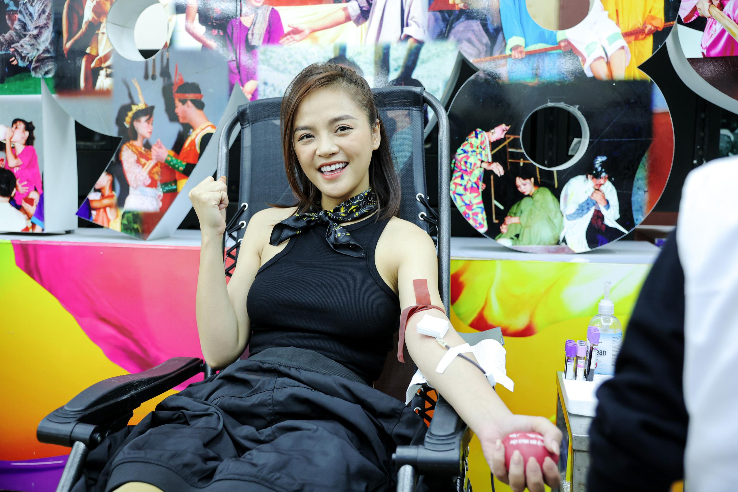 """Đông đảo các nghệ sĩ Việt tham gia hiến máu với thông điệp ý nghĩa """"Trao yêu thương để nhận lại"""". - Ảnh 5."""