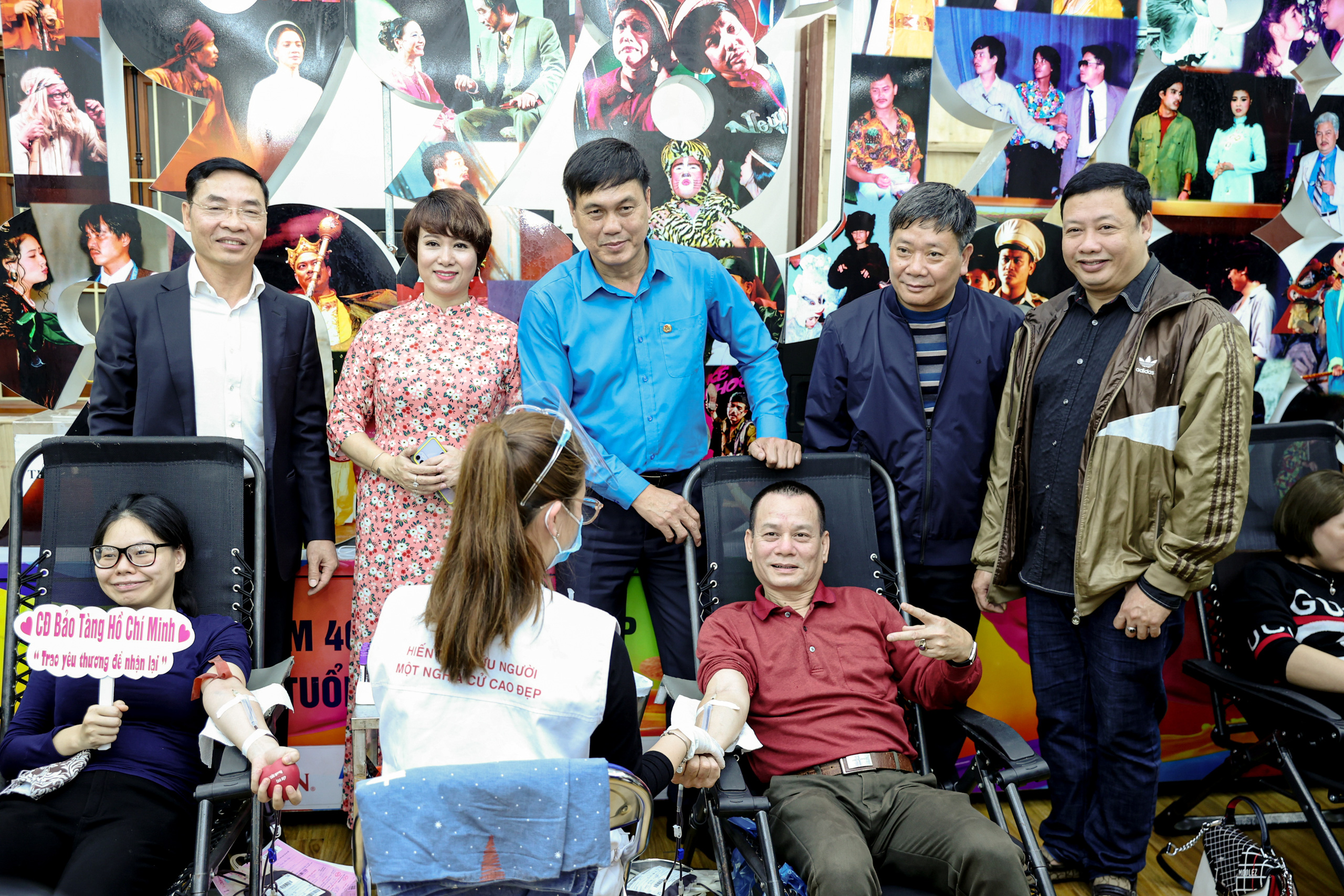 """Đông đảo các nghệ sĩ Việt tham gia hiến máu với thông điệp ý nghĩa """"Trao yêu thương để nhận lại"""". - Ảnh 3."""