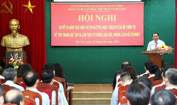 """Phải coi việc thực hiện """"Đẩy mạnh học tập và làm theo tư tưởng, đạo đức, phong cách Hồ Chí Minh"""" là công việc thường xuyên, làm suốt cuộc đời - Ảnh 1."""