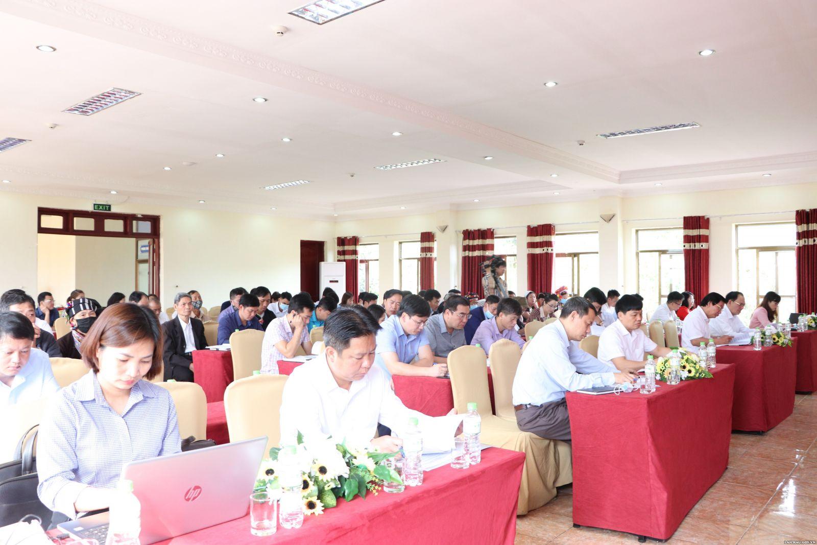 Tọa đàm về một số chính sách hỗ trợ bảo tồn, phát huy bản sắc văn hóa truyền thống tốt đẹp của các dân tộc và khuyến khích phát triển du lịch trên địa bàn tỉnh Lai Châu - Ảnh 2.