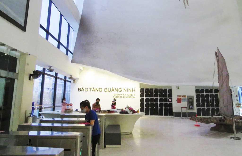 Quảng Ninh: Cơ sở dịch vụ, du lịch, hàng quán hoạt động trở lại, đảm bảo phòng dịch - Ảnh 2.