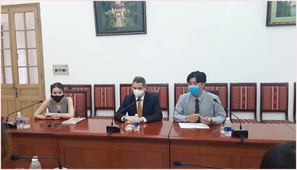 Đại sứ nước Cộng hòa Chile thăm, làm việc tại Thư viện Quốc gia Việt Nam  - Ảnh 3.