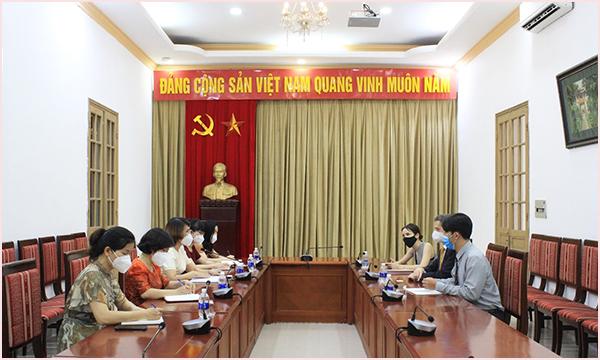 Đại sứ nước Cộng hòa Chile thăm, làm việc tại Thư viện Quốc gia Việt Nam  - Ảnh 1.