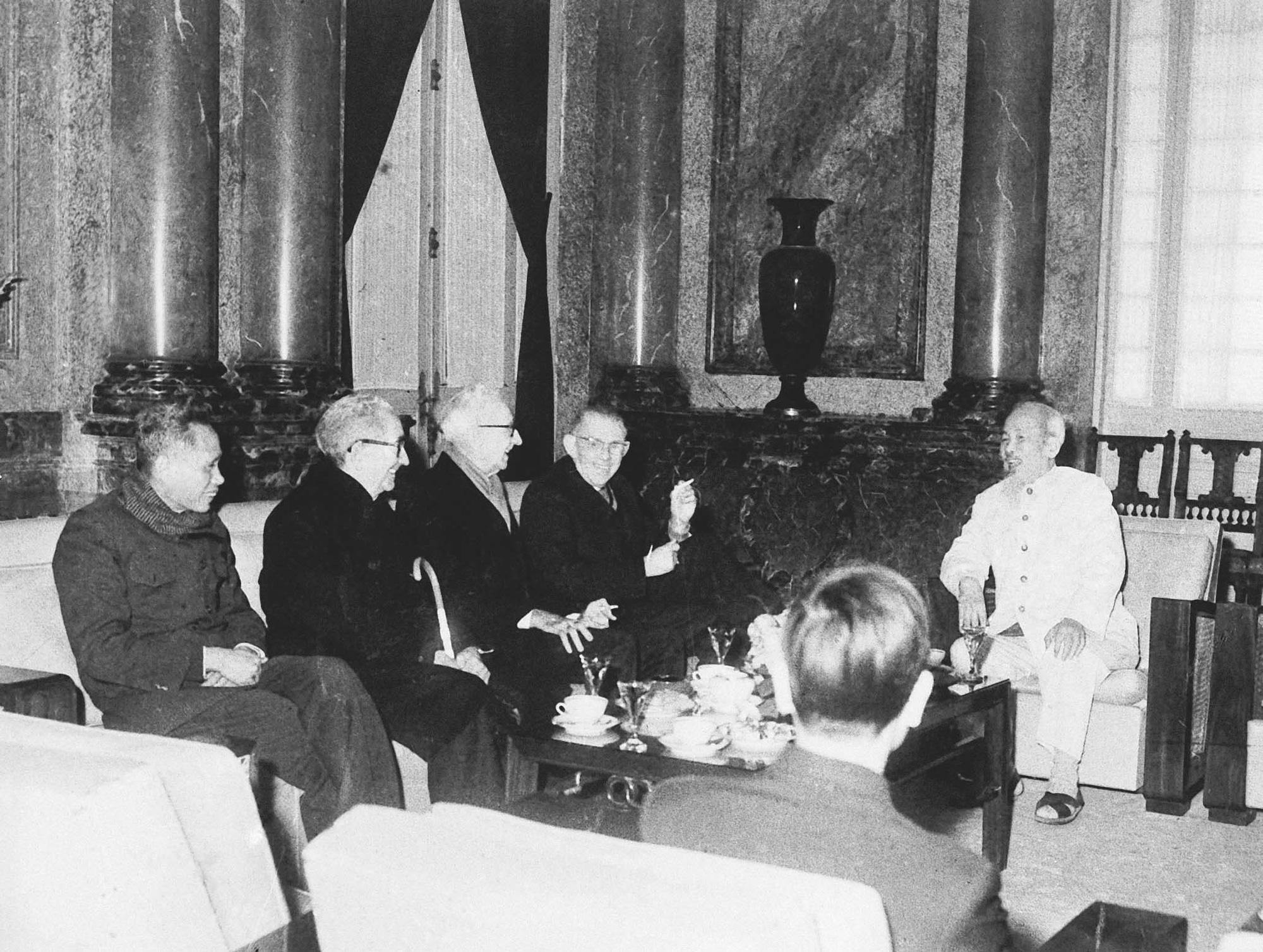 Tư tưởng Hồ Chí Minh về độc lập, tự chủ trong đối ngoại, đoàn kết quốc tế hiện nay - Ảnh 1.