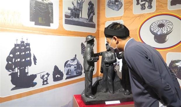 """Khai mạc trưng bày """"Nghề điêu khắc than đá Quảng Ninh"""" ở Huế  - Ảnh 1."""