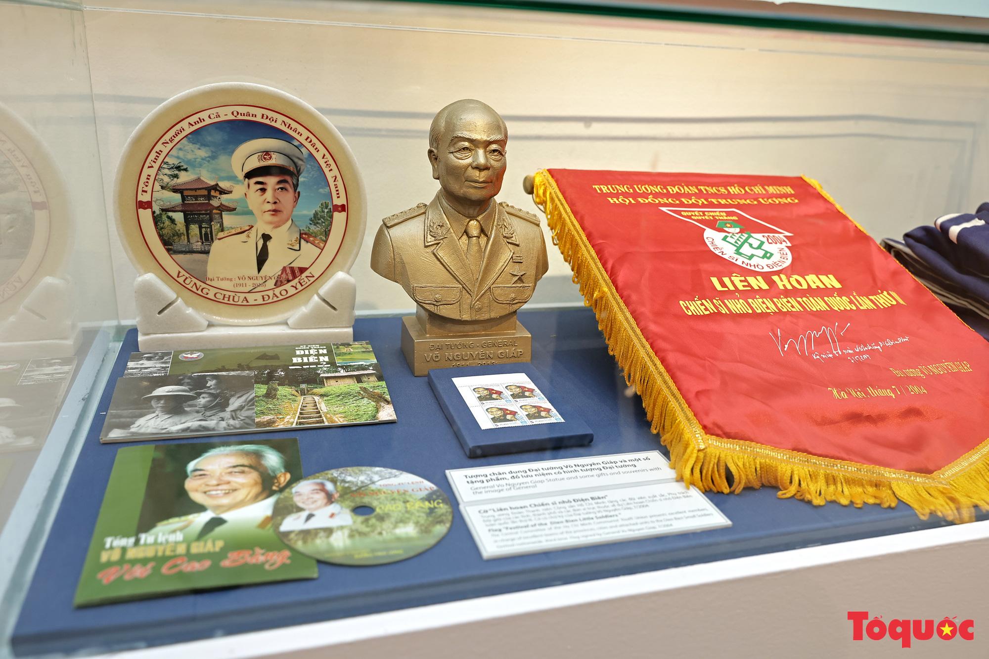 """Triển lãm """"Vị tướng huyền thoại"""" kỷ niệm 110 năm Ngày sinh Đại tướng Võ Nguyên Giáp - Ảnh 13."""