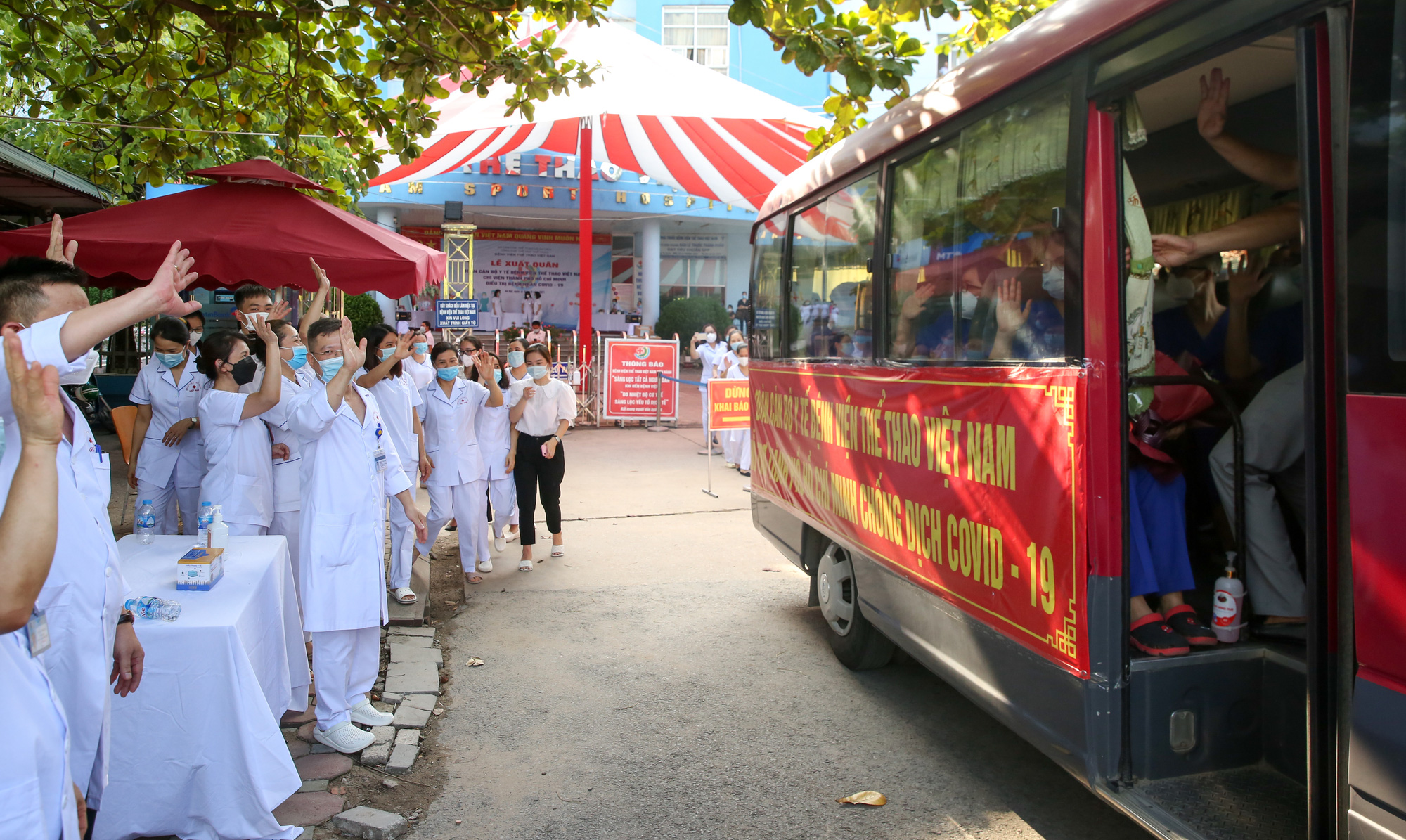 Bệnh viên Thể thao Việt Nam xuất quân tăng cường lực lượng vào miền Nam chống dịch - Ảnh 15.