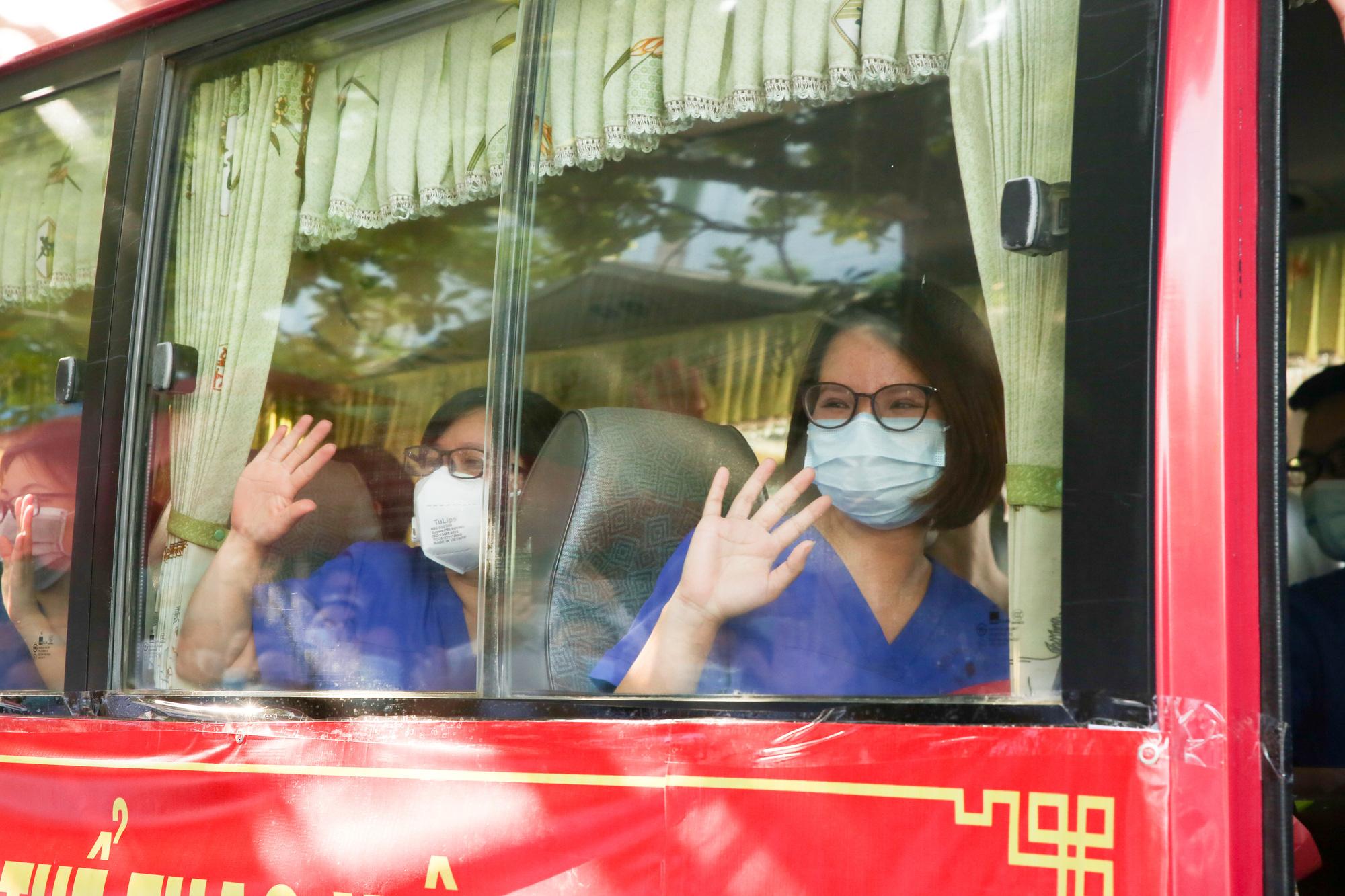 Bệnh viên Thể thao Việt Nam xuất quân tăng cường lực lượng vào miền Nam chống dịch - Ảnh 17.