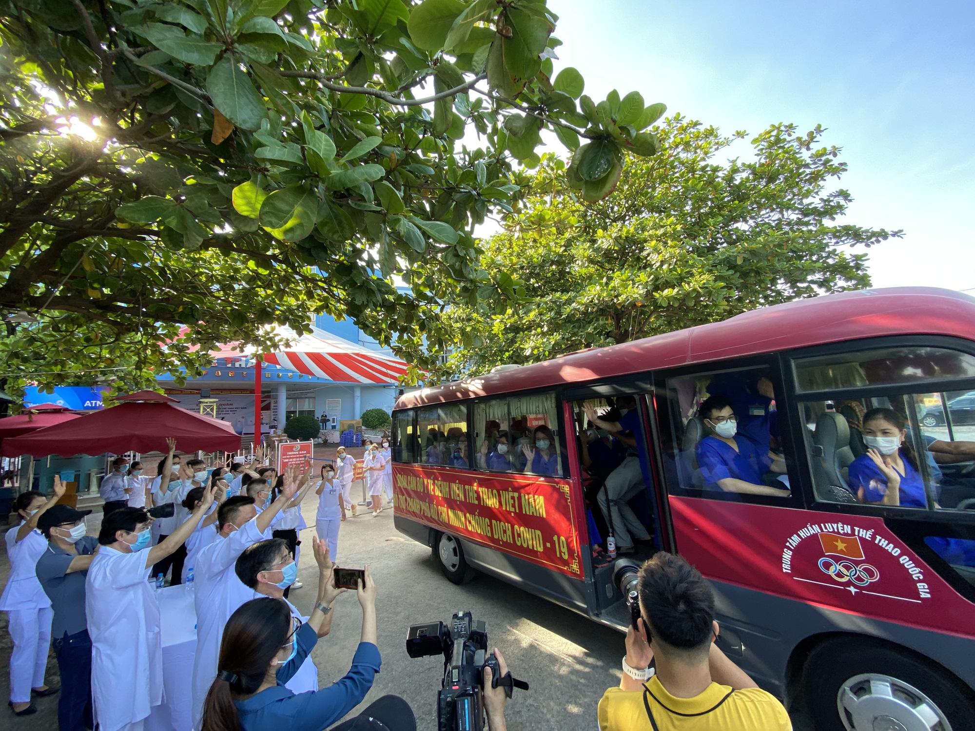 Bệnh viên Thể thao Việt Nam xuất quân tăng cường lực lượng vào miền Nam chống dịch - Ảnh 16.