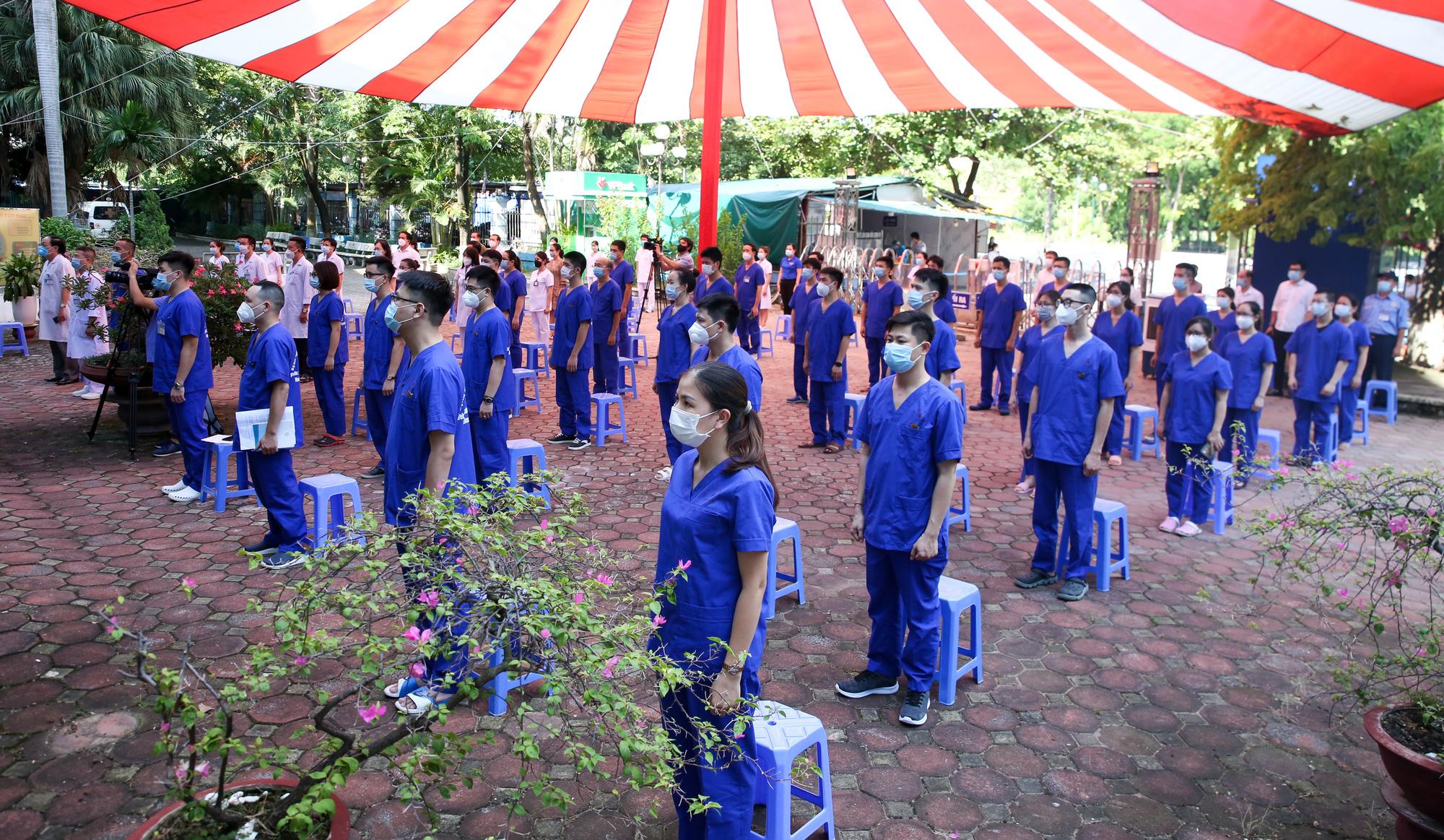 Bệnh viên Thể thao Việt Nam xuất quân tăng cường lực lượng vào miền Nam chống dịch - Ảnh 7.