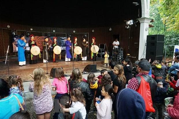 Văn hóa Việt Nam gây ấn tượng trong Lễ hội Hành tinh màu tại Séc - Ảnh 2.