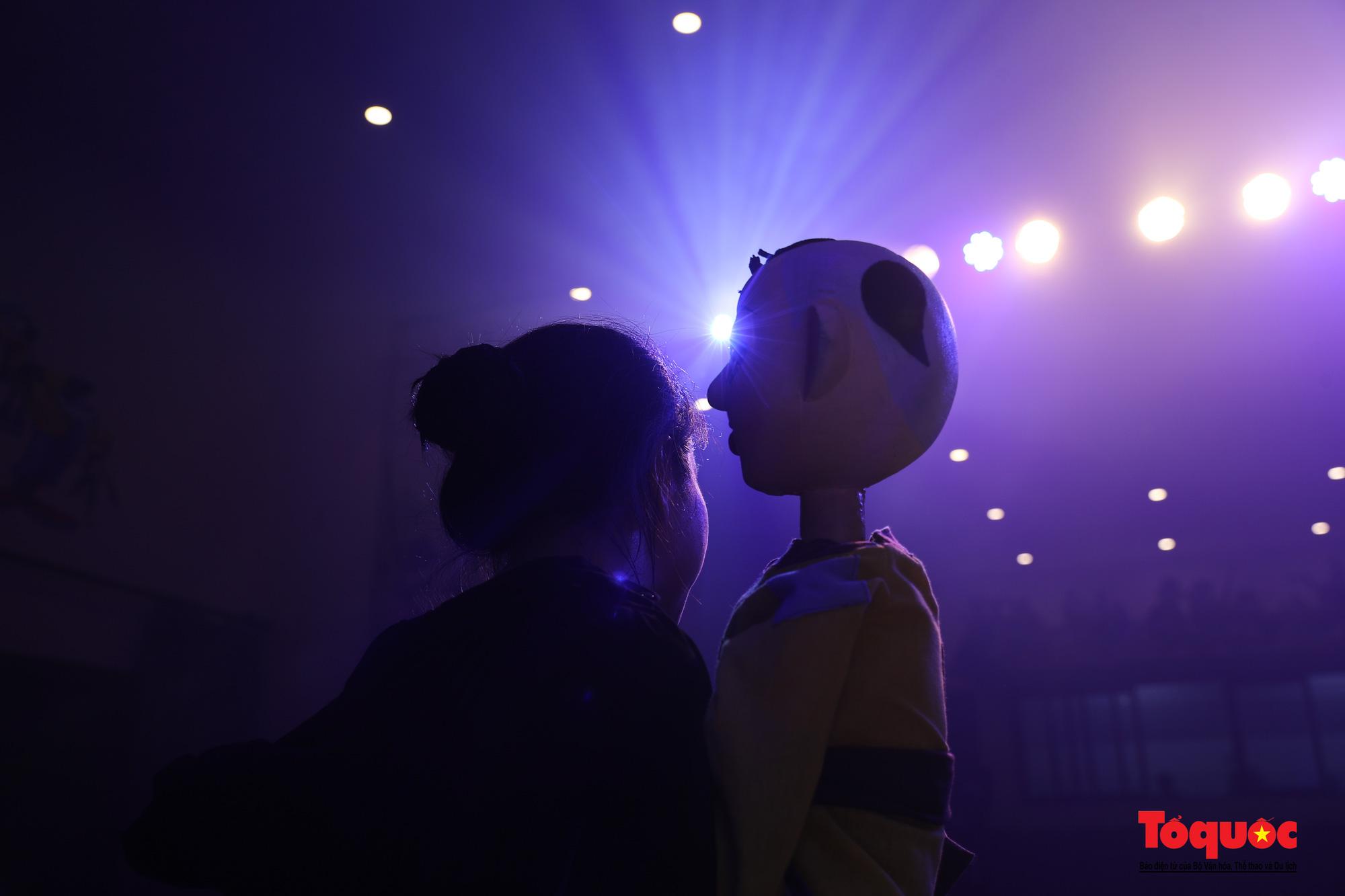 """Các nghệ sĩ múa rối hăng say luyện tập cho chương trình nghệ thuật online đặc biệt """"Trung thu cho em"""" - Ảnh 19."""