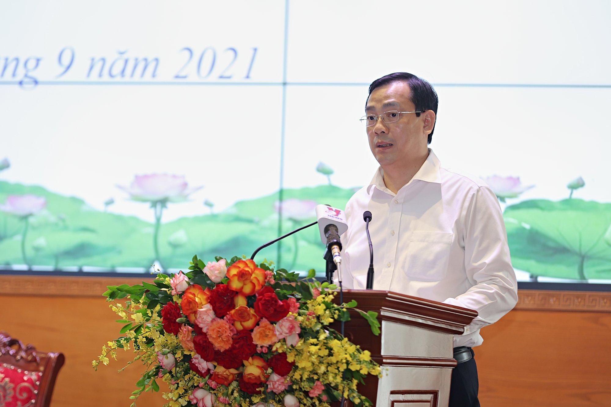 """Bộ trưởng Nguyễn Văn Hùng: """"Thấy được sự hy sinh của tuyến đầu chống dịch để tự soi mình, làm nhiều, cống hiến nhiều hơn"""" - Ảnh 2."""