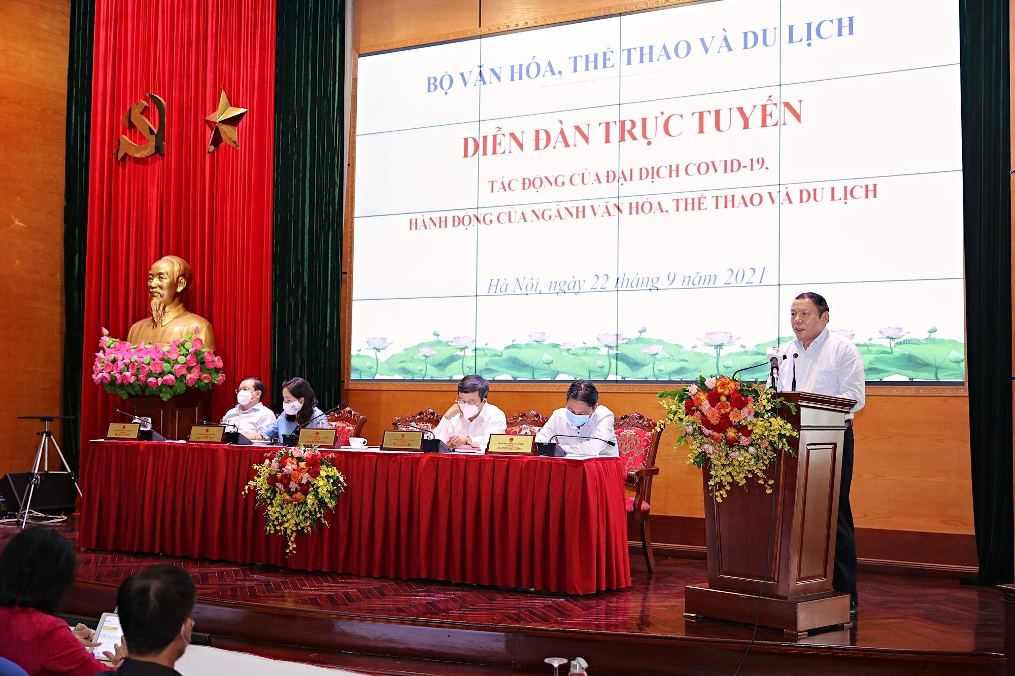 """Bộ trưởng Nguyễn Văn Hùng: """"Thấy được sự hy sinh của tuyến đầu chống dịch để tự soi mình, làm nhiều, cống hiến nhiều hơn"""" - Ảnh 1."""