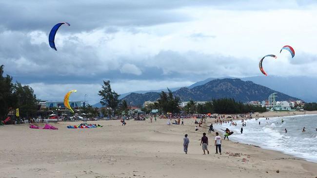 Trả lại cảnh quan môi trường phục vụ nhu cầu khách tham quan Khu vực bãi biển Bình Sơn – Ninh Chữ - Ảnh 1.