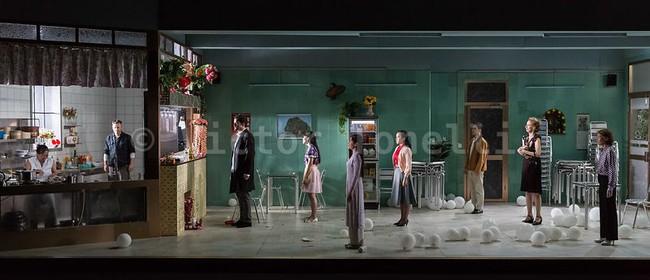 Sài Gòn lọt danh sách những vở kịch hay nhất châu Âu do New York Times bình chọn - Ảnh 1.